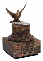 Urnen natuursteen - graniet met bronzen duif - art.nr. Cinerys Eole Himalaya Rouge